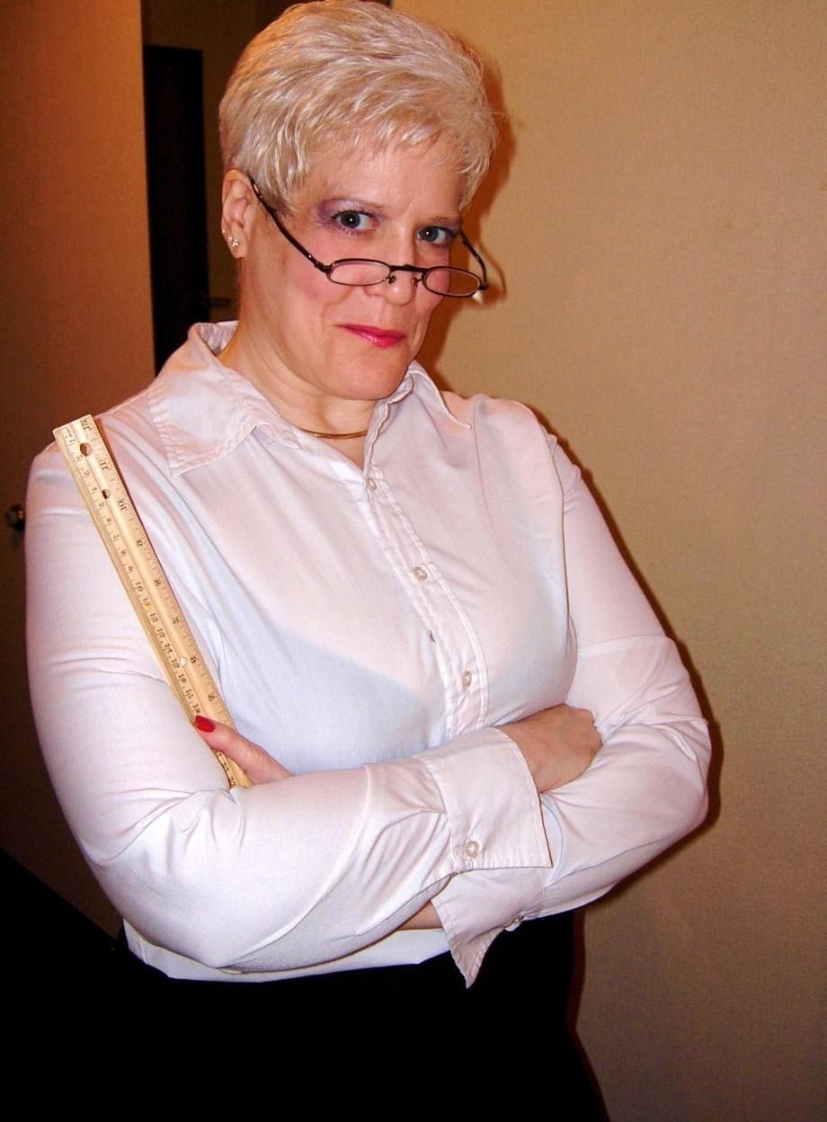 Nackt reife frauen mit brille Nackt mit